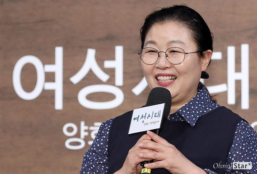 박금선 작가, '여성시대' 산증인! 여성시대 박금선 작가가 4일 오후 서울 상암동 MBC사옥에서 열린 MBC라디오 <여성시대 양희은, 서경석입니다>의 양희은 진행 20주년 기자간담회에서 기자들의 질문에 답하며 소감을 말하고 있다. <여성시대>는 1975년 '임국희의 여성살롱'으로 첫 방송을 시작한 뒤 1988년 지금의 <여성시대>로 프로그램명이 바뀌어 31년째 방송되고 있다. 오는 7일, 1999년 6월 7일부터 <여성시대> 마이크를 잡은 DJ 양희은의 진행 20주년을 맞아 'DJ 양희은의 골든마우스 헌정식'이 열린다.