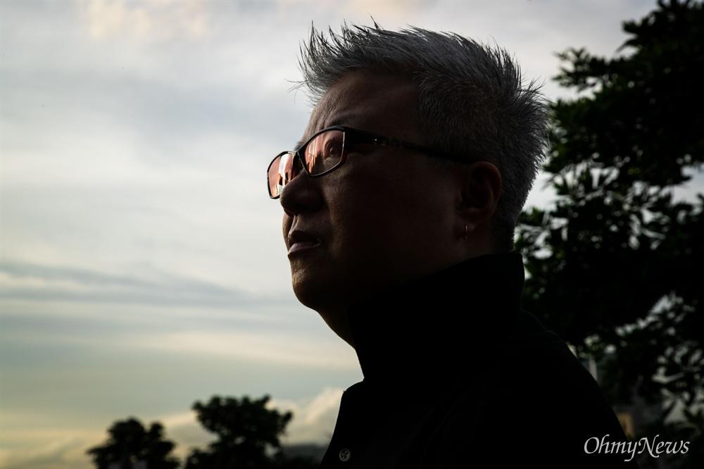 홍콩 범죄인 인도법 반대 집회에서 <임을 위한 행진곡>을 부른 쿰쿰(활동명)씨.