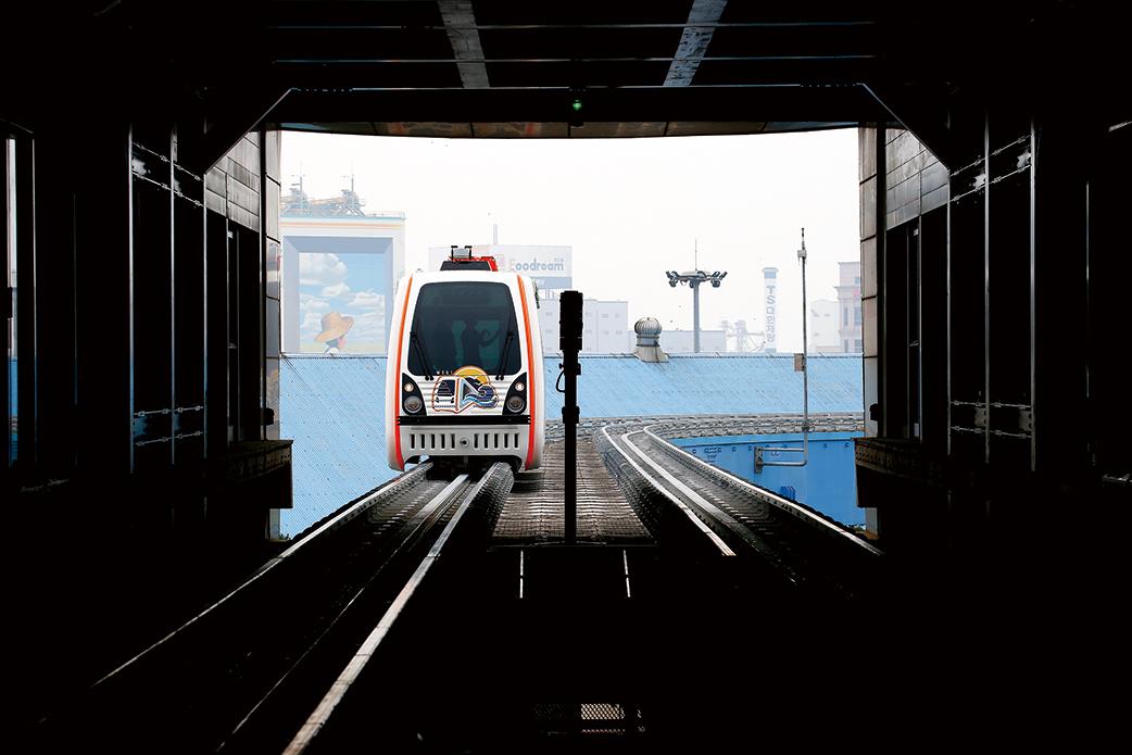 무인자동방식으로 운행되는 열차는 곡선 구간에서도 안정적이고, 소음과 흔들림이 거의 없었다.