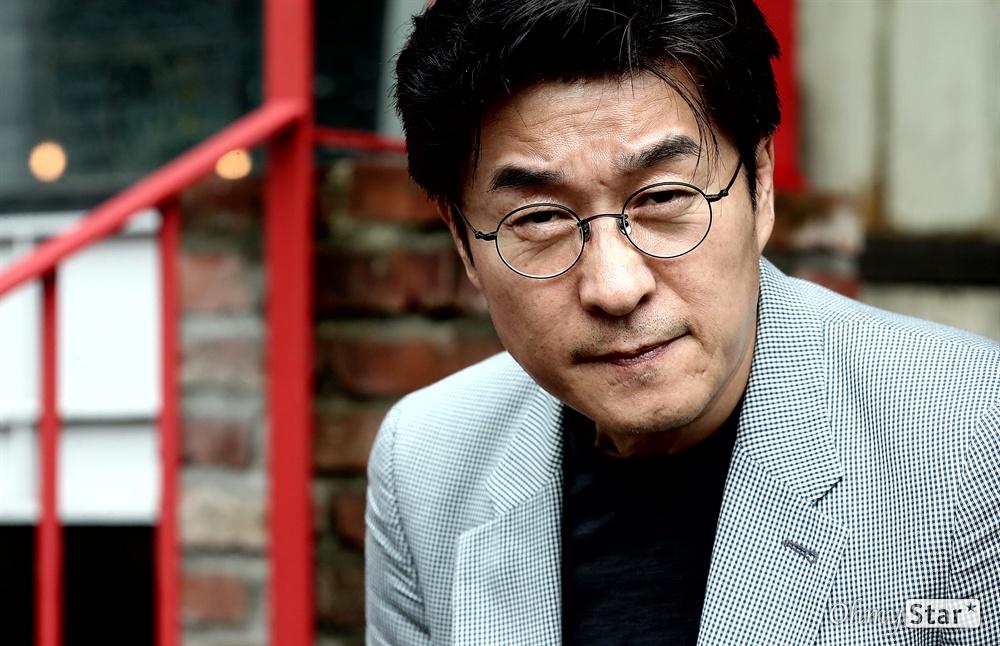영화 <나쁜 녀석들: 더 무비>의 배우 김상중