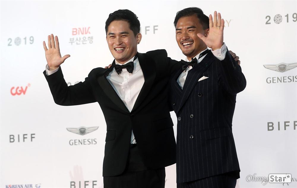 영화<아이엠어 파일럿> 김대현 감독이 3일 오후 부산 해운대구 영화의전당에서 열린 제24회 부산국제영화제(BIFF) 개막식에 참석해 레드카펫을 걸으며 입장하고 있다.