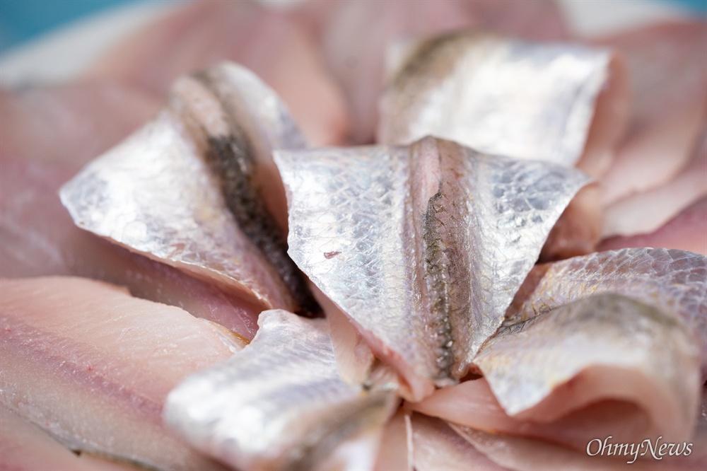 5월과 6월의 밴댕이는 봄 바다 맛을 품고 있다. 계절 맛을 품고 있는 별미다.