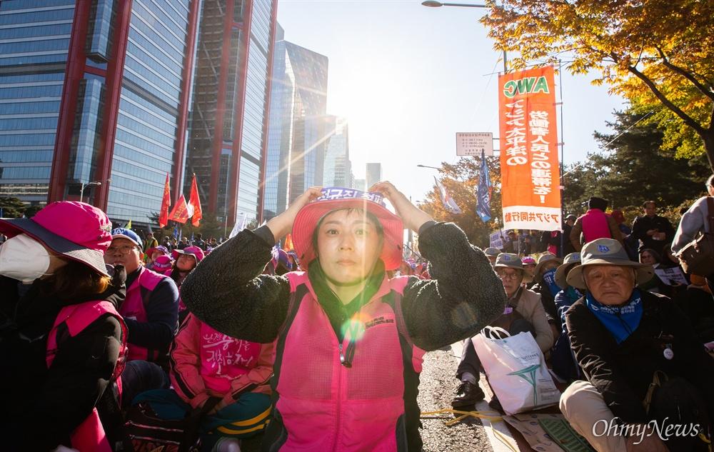 9일 오후 서울 여의도 마포대교 남단에서 전태일 열사 정신 계승 전국노동자대회가 열리고 있다.