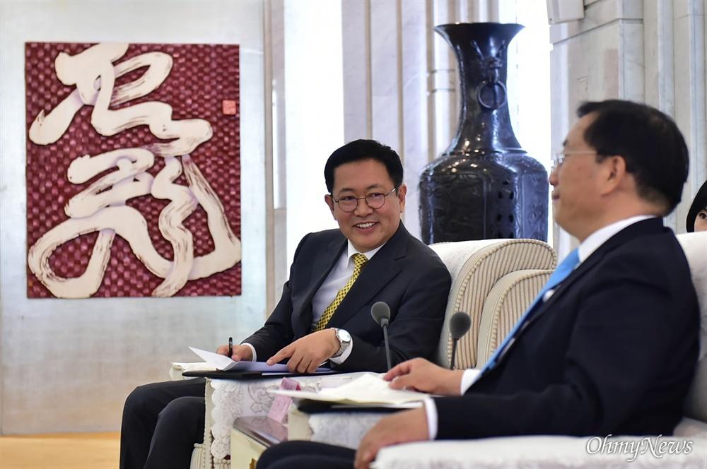 박남춘 인천시장이 11월 12일 중국 지난 쉐라톤호텔에서 왕중린 지난시 서기와 만나 두 도시 간 교류 및 우호협력 방안을 논의했다.