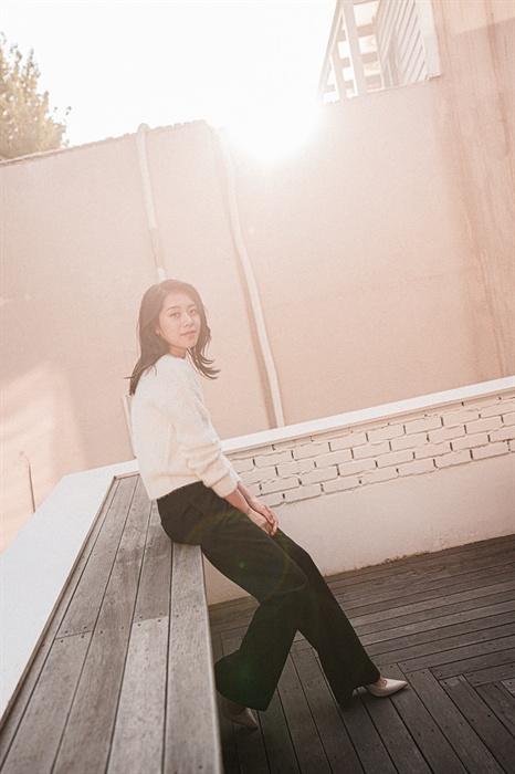 데뷔 후 첫 콘서트를 앞둔 배우 조정은 뮤지컬 배우 조정은이 지난 10월 30일 서울 삼청동의 한 카페에서 포즈를 취하고 있다. 배우 조정은은 오는 11월 19일과 20일 이틀 동안 <마주하다>라는 이름의 콘서트를 연다. 배우 조정은의 첫 그리고 어쩌면 마지막 콘서트이다.