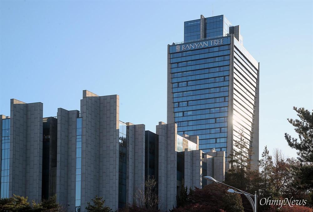 올해 1월 기준 반얀트리 호텔 건물이 있는 장충동 2가 6개 필지 공시지가는 ㎡당 380만 원이다.