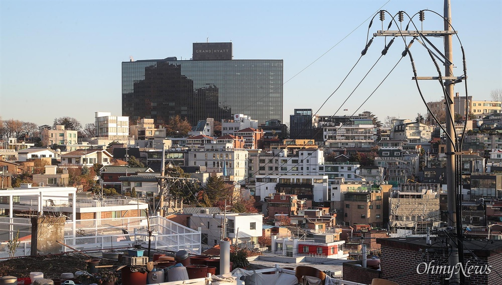 올해 1월 기준 그랜드하얏트 서울호텔 공시지가는 ㎡당 625만 원이다. 그랜드하얏트 서울호텔의 공시지가는 인근 다가구 주택의 땅값보다 낮다.