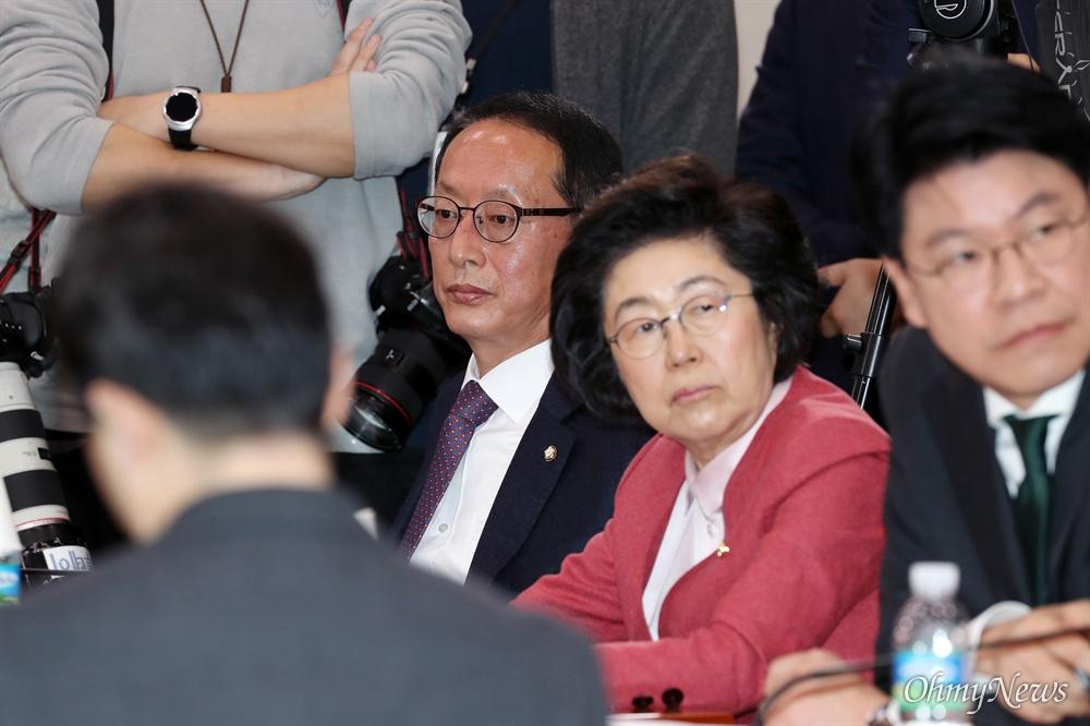 추미애 사퇴 요구한 김도읍 검사 출신 김도읍 자유한국당 의원이 30일 서울 여의도 국회 법제사법위원회에서 열린 추미애 법무부장관 후보자 인사청문회에 청문위원으로 참석해 있다. 김 의원은 이날 추 후보자의 사퇴를 요구했다.