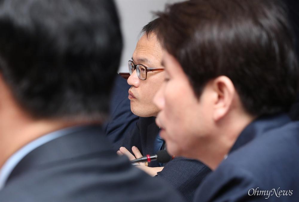 굳은 표정의 박주민 더불어민주당 박주민 최고위원이 6일 오전 서울 여의도 국회 당대표회의실에서 열린 최고위원회의에 참석해 있다.