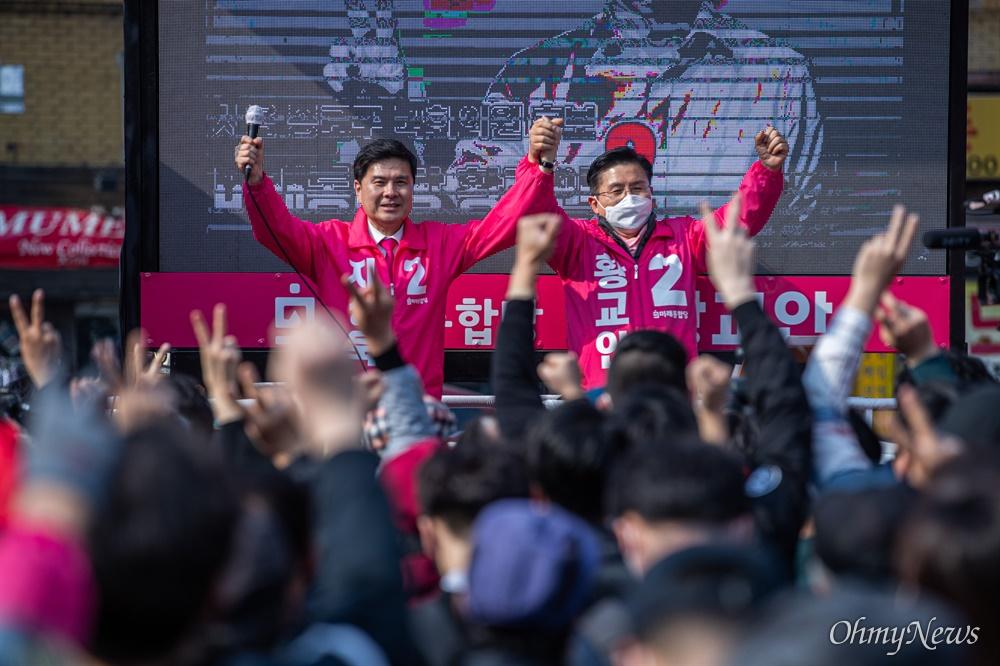 종로에 출마한 미래통합당 황교안 후보가 7일 오후 서울