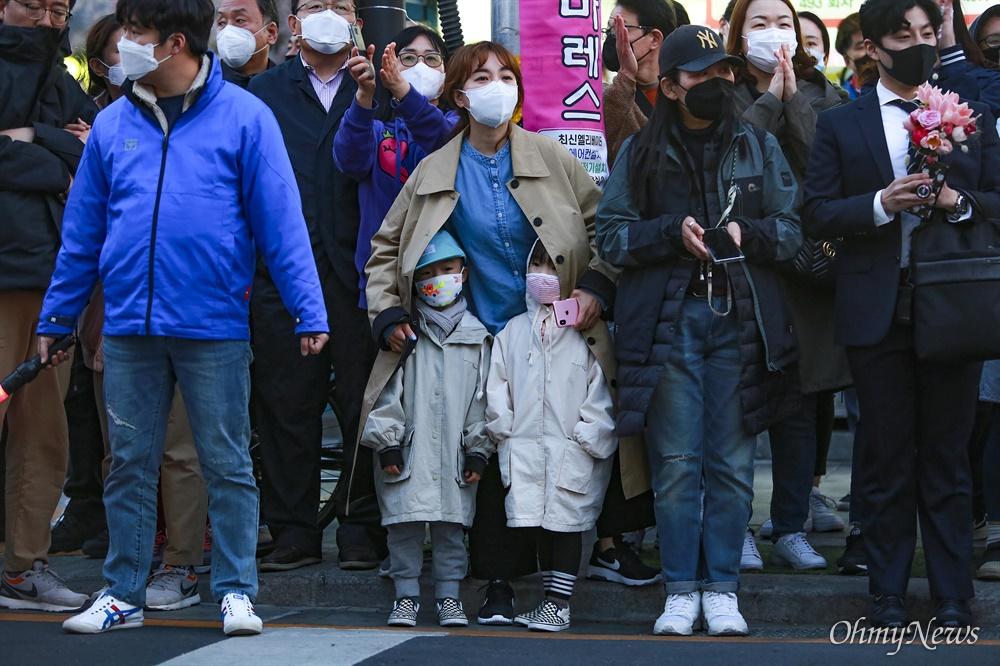 11일 오후 서울 종로구 혜화동로터리 부근에서 이낙연