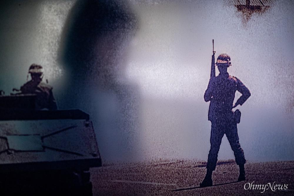 서울기록원에서 황석영 작가가 기록한 <죽음을 넘어 시대의 어둠을 넘어> 중심으로  준비된 5.18민주화운동 40주년 특별전시 '넘어넘어 : 진실을 말하는 용기'