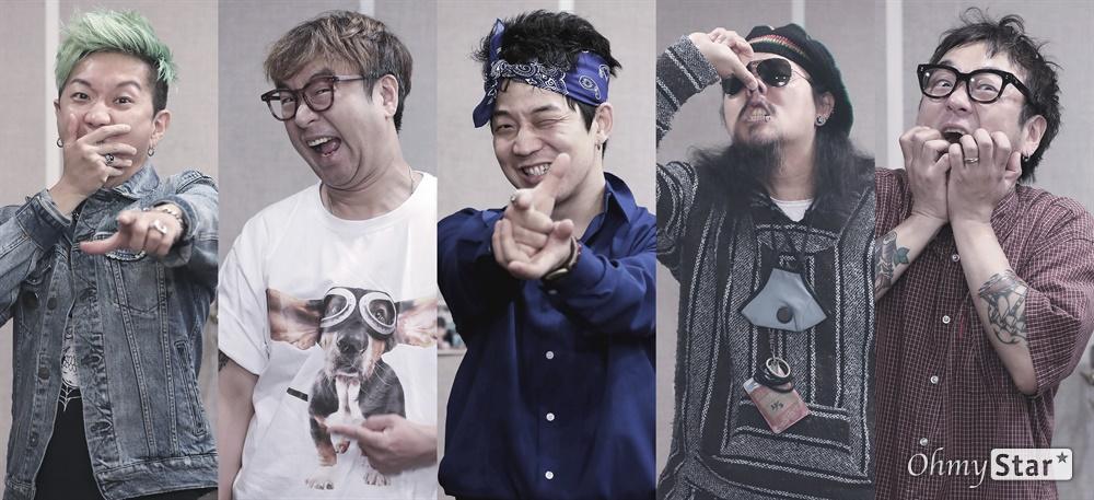 크라잉넛, 데뷔 25주년! 데뷔 25주년을 맞은 크라잉넛(메인보컬 및 기타 박윤식, 기타 이상면, 베이스 한경록, 드럼 이상혁, 아코디언 및 키보드 김인수)이 7일 오후 서울 마포구에 위치한 연습실에서 인터뷰에 앞서 포즈를 취하고 있다.