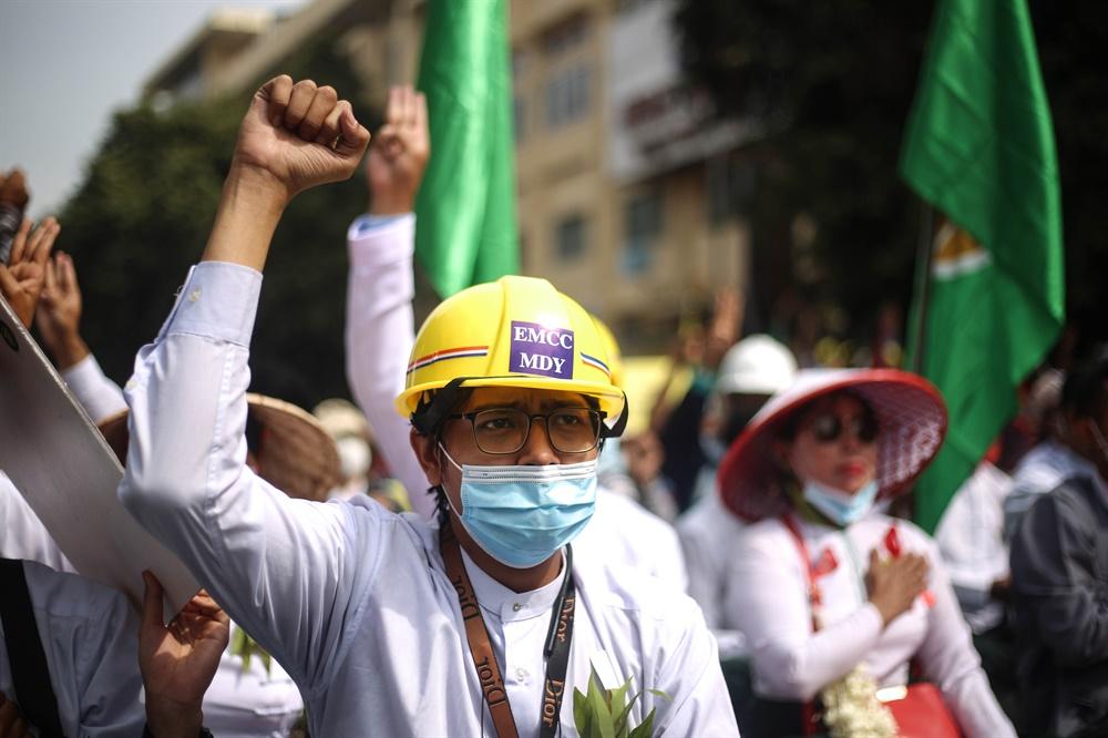 군부쿠데타에 반대하는 '시민 불복종 운동'이 연일 벌어지고 있는 미얀마의 2월 21일 모습. 현지 사진기자 모임인 'MPA(Myanmar Pressphoto Agency)'가 찍어 보내온 사진이다.