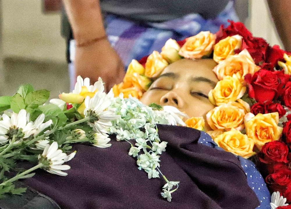 미얀마 군경의 총격으로 숨진 신한은행 양곤지점 직원 수수찌(Su Su Kyi)의 장례식이 4월 2일 엄수됐다.