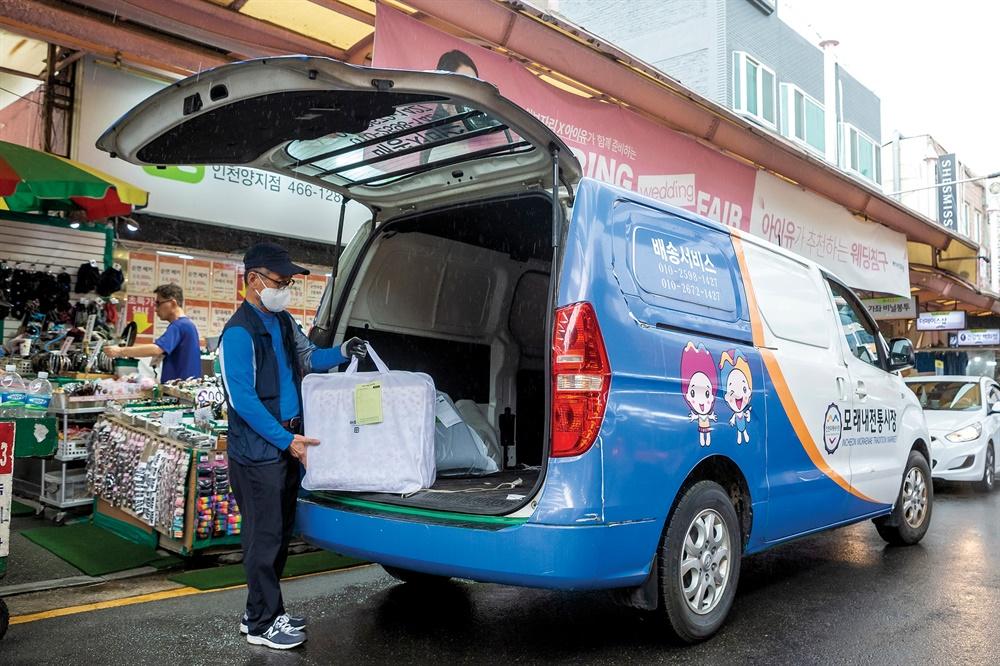 모래내시장의 배달 차량. 무료로 당일 배송이 가능해 주민들의 발품을 덜어준다.
