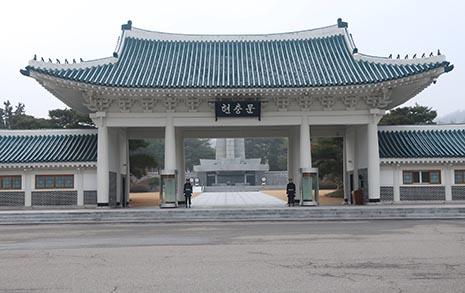 """21대 국회 당선자 185명, 현충원 내 친일파 묘 이장 """"찬성"""""""