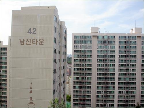 5150세대의 남산타운아파트. 이 아파트에는 초등학교가 없다.