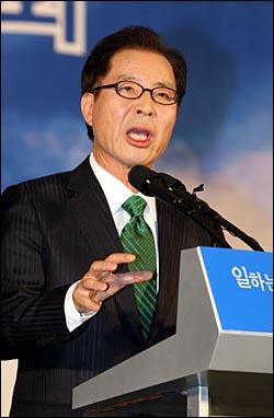 9일 오후 서울 올림픽공원 역도경기장에서 열린 민주노동당 대선후보 선출대회에서 권영길 후보가 연설을 하고 있다.