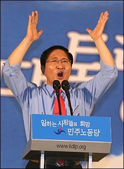 9일 오후 서울 올림픽공원 역도경기장에서 열린 민주노동당 대선후보 선출대회에서 노회찬 후보가 연설을 하고 있다.