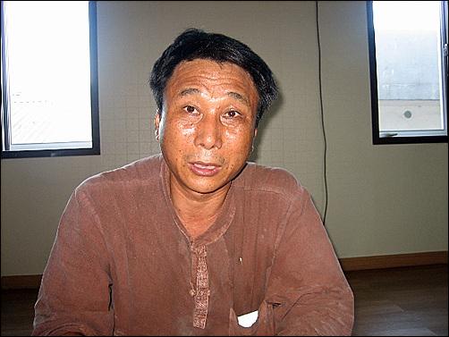 단청장 정성길씨 인천 백련사에서 인터뷰중인 정성길 단청장의 모습