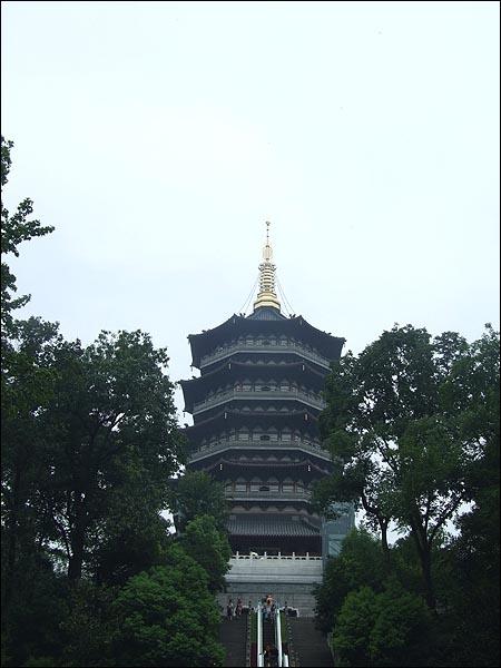 서호의 저녁풍경을 감상하기에 가장 좋은 곳이 바로 뇌봉탑이다.