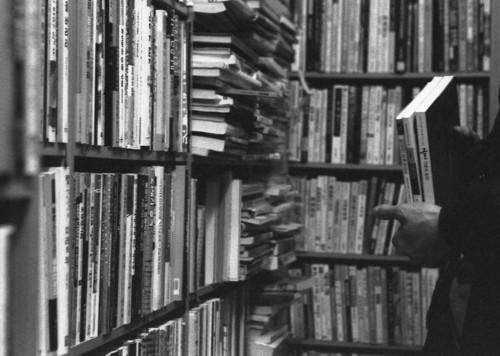 책 고르기 마음에 드는 책이 있으면 한 권도 좋고, 두 권도 좋고, 세 권도 좋습니다. 주머니 닿는 대로 넉넉하게 고르면 됩니다.