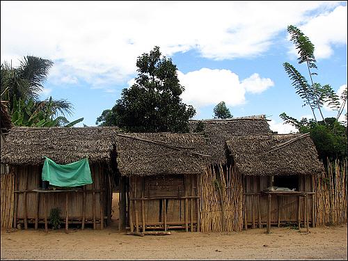 마나카라 가는 길, 작은 상점들