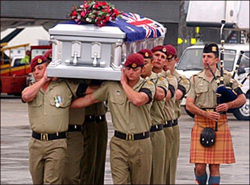 이라크에서 전사한 호주병사의 송환 장면.