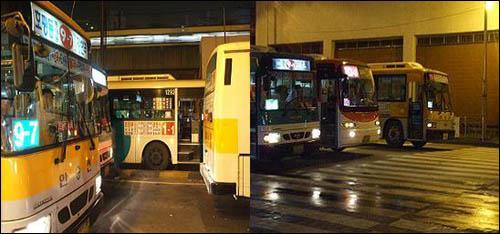 (왼쪽) 우성아파트 앞 버스정류장에서 '짱박기 노선'을 피해 경계석 밖 3·4차선에서 승객을 승·하차토록 하는 가장 대표적인 노선이 사진에 나온 1-1번이다. 다만 1-1번 역시 4차선에서 '짱박기'를 일삼는 경우가 많다. / (오른쪽) 다섯 차례에 걸친 현장취재 끝에, 6차선 도로 중 2차선에서 승객 승·하차를 시도하는 차량도 발견하였다