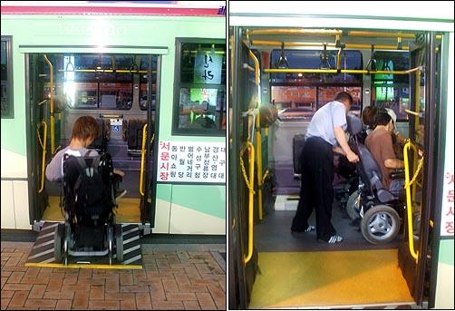 저상버스로 휠체어가 들어가는 모습 최근 지체장애인들이 이용하는 휠체어는 대부분 전동휠체어로 이동이 편리한 대신 성인남성 2인이 들기에도 힘들 정도로 무겁다. 이 때문에 인도에 슬로프를 내려 안전하게 버스에 진입하도록 하는 것이 더욱 중요하지만, 현재 도로상황에서는 인도에 슬로프를 내리는 것조차 쉽지 않다.