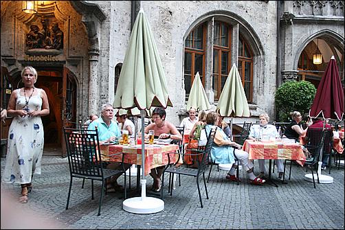 라츠켈러. 뮌헨 신시청사의 식당으로 선택이 후회되지 않는 훌륭한 식당이다.