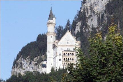 노이슈반스타인 성  백조의 성 , 디즈니랜드의 모델이 된 성이다.