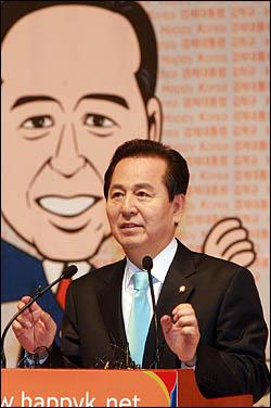 김혁규 의원의 사퇴서가 지난 12일 수리되었다.