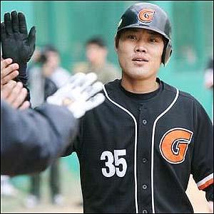 지난 19일 소속팀 롯데에서 방출된 '2군 홈런왕' 김승관