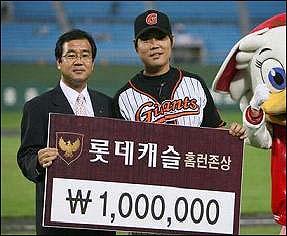 2군 홈런왕을 차지하기도 했던 김승관이 13년 동안 1군에서 때려낸 홈런은 고작 3개뿐이다.
