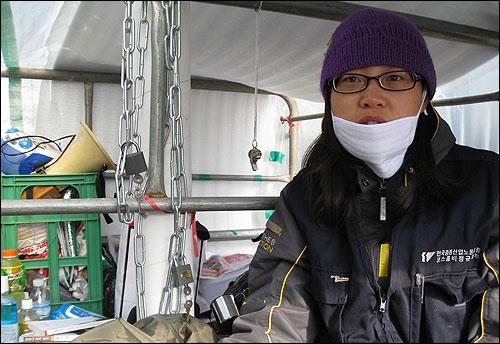 11월 1일 4일 째 단식 농성을 이어가고 있는 정인열(29) 전국증권산업노동조합 코스콤비정규지부 부지부장의 모습.