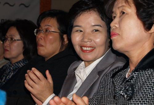 여성노동운동가 최순영의원과 노동운동을 함께했던 민경애 전YH노동회장(오른쪽 첫번째)-박태연 부천여성노동자회장(두번째)도 참석했다
