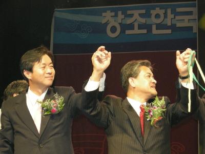 김영춘 선대본부장과 정범구 최고위원 겸 공동선대위원장