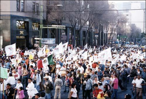 또르띠야 시위 멕시코시티 소칼로 광장에서 열린 이 시위에는 빈곤층, 농민, 노동자 등이 대거 참석했다.