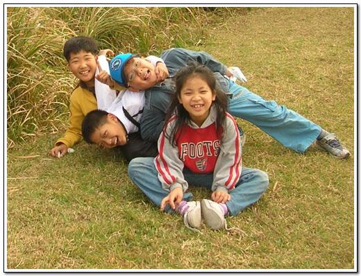아이들 이곳이 철새들에게만 좋은 게 아니다. 아이들이 철새들보다 더 행복해 보였다.