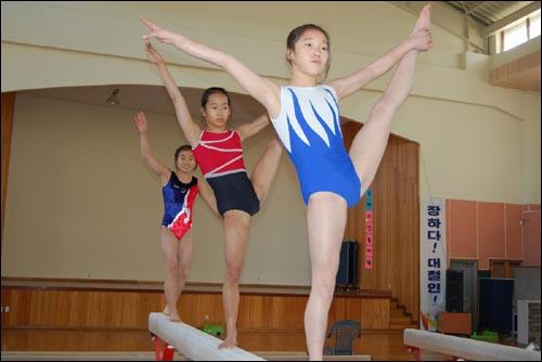 2012년 런던 올림픽 금메달을 꿈꾸는 이 학생들  2008년 베이징 올림픽에는 여자체조가 세계선수권대회에서 12위권 밖으로 밀려 출전이 좌절됐으나 이 꿈나무들을 키워 5년후 런던 올림픽에는 기필코 메달을 거머쥐겠다는 각오다.