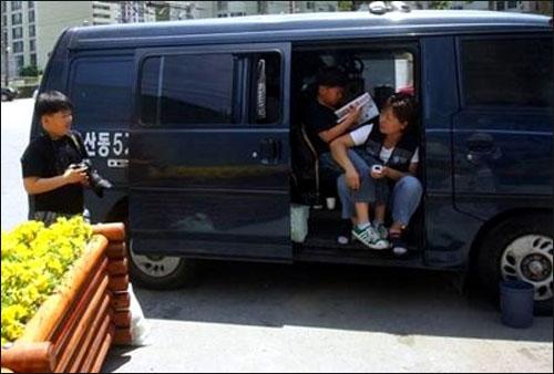 지난 초여름 이영희씨 가족은 몸도 제대로 펼 수 없는 봉고차에서, 그 찜통같았던 더위를 견뎠다.