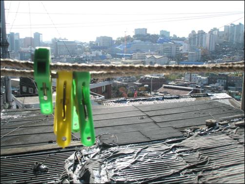 송월동 1의 44 일대서 바라본 동네. 이 일대가 모두 헐리고 서울성곽공원이 된다.
