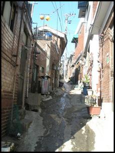 송월동 골목길. 대부분 빈 집이다.