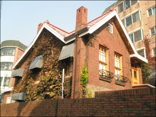 '봉선화'를 지은 작곡가 홍난파가 살던 집. 홍파동에 있다.
