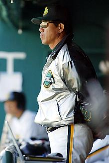 해체 위기에 놓인 현대를 이끌고 있는 김시진 감독.