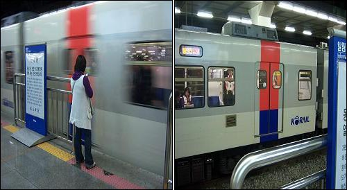 얌체 승객 사례② 3번 플랫폼에서 급행전철 열차를 기다리는 보라색 상의의 승객. 안내문이 옆에 있고 실제 안내문을 읽었지만, 2번 플랫폼으로 갈 생각이 없이 커피를 마시며 대기해 있다 (왼쪽) 잠시 후 3번 플랫폼으로 온 급행전철 열차에 보이는 왼쪽 사진의 보라색 상의의 승객. 3번 플랫폼에서 정상적 방법으로 기다리던 승객들이 어처구니 없는 표정으로 보라색 상의의 승객을 쳐다보고 있다 (오른쪽)