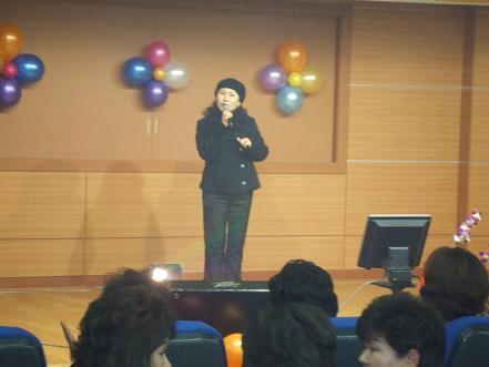한 참가자의 노래하는 모습