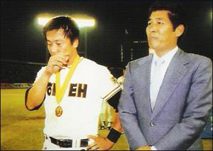 장명부와 김무종 83년 해태 우승의 주역 김무종(왼쪽)과 30승의 주인공 장명부(오른쪽)
